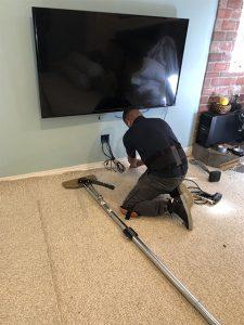 Alberto installing carpet in home